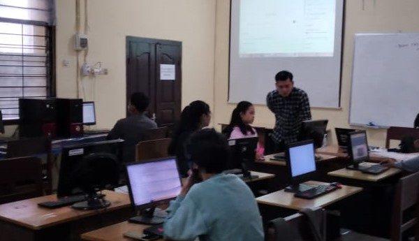 Peserta Didik SMK TI Mengisi Waktu Libur Sekolah Dengan Pelatihan Web Premium