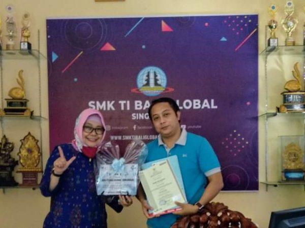 SMK TI Terima Sertifikat Kompeten dari BNSP