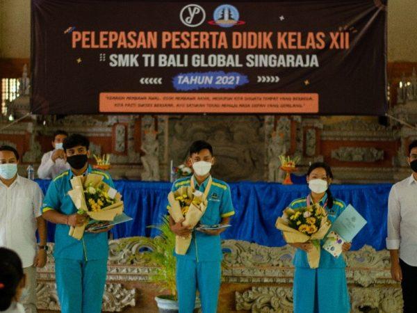 , Daebak! Tiga Lulusan Terbaik SMK TI Bali Global Singaraja dengan Segudang Prestasi