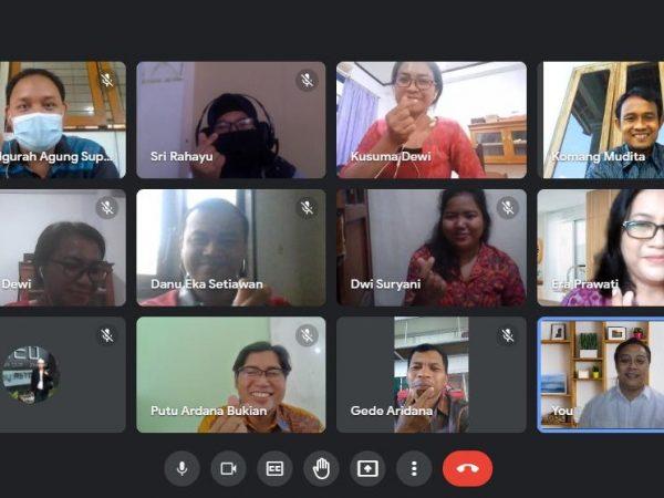 Kepala SMK TI Memberikan Pelatihan Kurikulum SMK Pusat Keunggulan kepada Guru Bahasa Indonesia Se-Bali